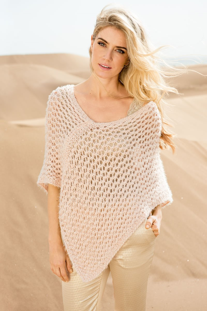 Lana Grossa PONCHO EN MOTIF FILET AVEC DES BORDURES EN POINT MOUSSE ENDROIT Estivo II/Doppio